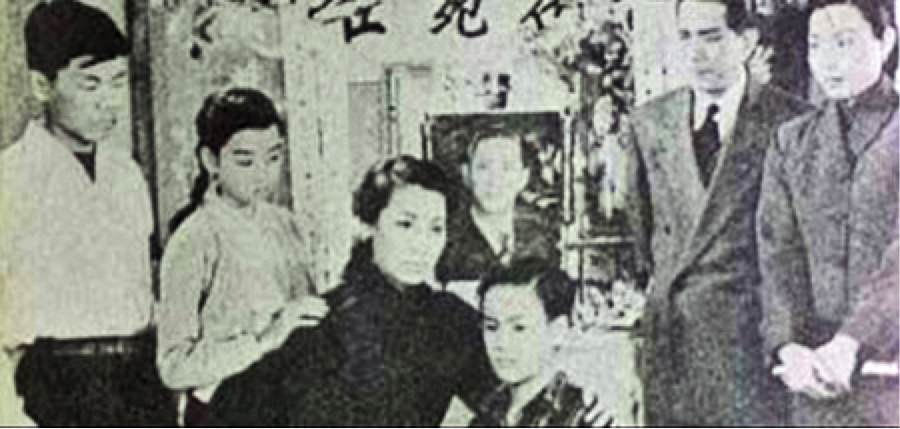 Bruce Lee & His Family When He Was A Child